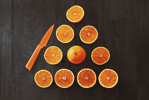 oranges arranged in a triangle